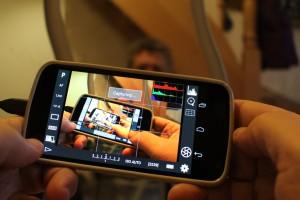 Das Handy wird zur Fernbedienung für die Kamera. (c) 2013 Uwe Fischer