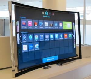 Die gebogenen Bildschirme von Samsung versprechen bei einem Sitzabstand von etwa vier Metern auch ohne 3D ein räumliches Bilderlebnis. (c) 2014 Uwe Fischer