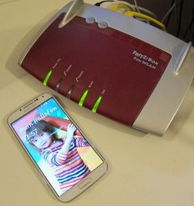 Egal, ob Router oder Handy, die Update-Falle lauert überall... (c) 2014 Uwe Fischer