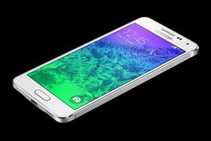 Anhand des neuen Samsung Galaxy Alpha lässt sich die Abhängigkeit von Gerätepreis und dem gewählten Handytarif deutlich erkennen.
