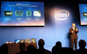 Tom Garrison, Vice President und General Manager für Intel Business Client Plattformen, präsentiert die neue vPro-Plattform der fünften Generation - neben dem Prozessor selbst gehören dazu unter anderem die  Funkmodule, und eine SSD-Platte für gehobene Sicherheitsansprüche. (c) 2015 Uwe Fischer