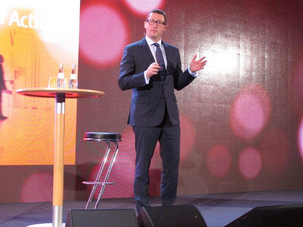 Fujitsu Vice-President Duncan Tait erläutert die Vorzüge von MetaArc im Business-Umfeld. (c) 2015 Uwe Fischer